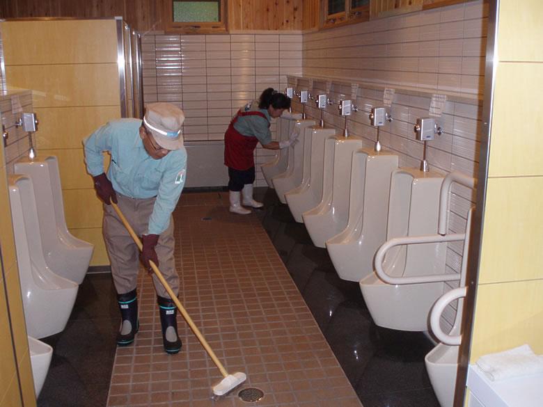 祝祭日などのお客様が多い日はトイレの巡回数を増やし、常に清潔なトイレを保つよう対応しています。